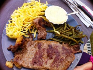 spaghetti de frites,faux-filet et béarnaise