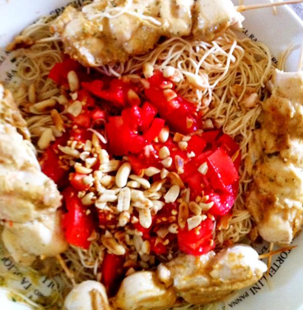 Poulet Satay, salade de nouilles Jamie Oliver