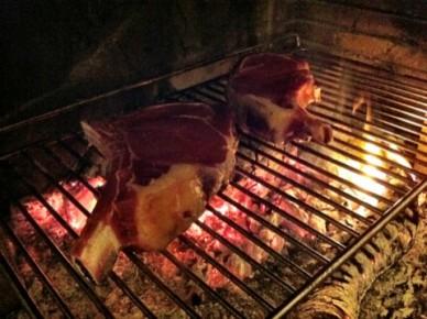 Côtes de boeuf dans la cheminée