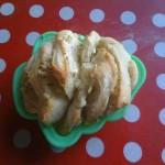 Des essais de façonnage de pains à l'ail (ici, pull-apart en forme de sapin parce que je n'ai pas de petit moule à cake)
