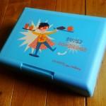 J'aime bien cette boîte qui sert de trousse et pas de boîte à goûter
