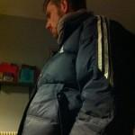 En cas de petit coup de froid, mon beau-frère vous prête gracieusement une superbe doudoune Adidas 15 ans d'âge immense.