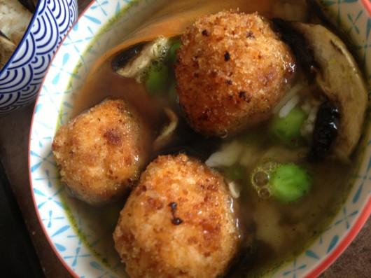 boulettes de Saumon, bouillon Herbamare