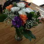 De jolies fleurs et derrière, en toute discrétion, la housse de Mitzi. On en reparle.