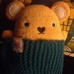 """Le petit doudou nommé Curry par Rigolus et protégé par la couverture tricoté par ma sister aka """"Tïo"""""""