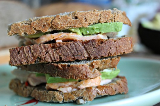 Sandwich avocat et saumon