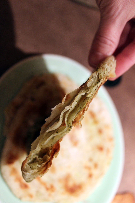 Le feuilletage yummy d'une galette chinoise aux ciboules