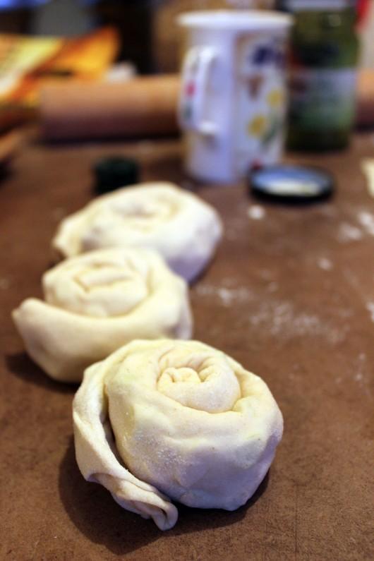 Façonnage des galettes chinoises à la ciboule
